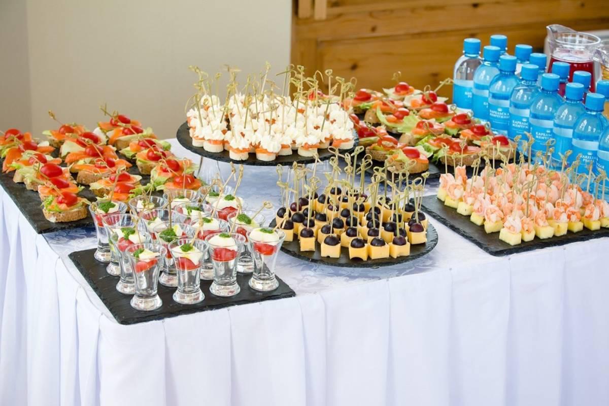 фото бассейн, свадебный стол меню фото территории крыльца-веранды оборудуется